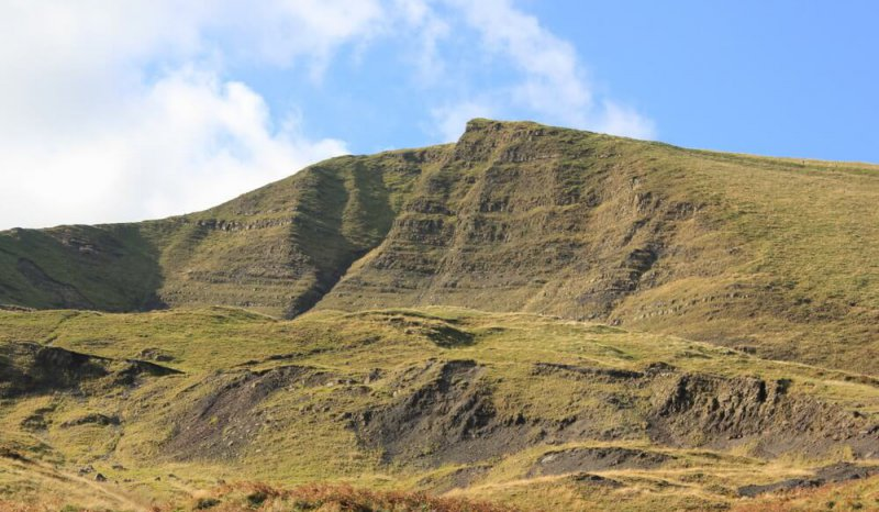 Mam Tor comprises turbiditic sandstone and shales, Carboniferous, Derbyshire