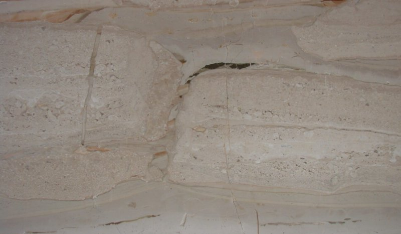 Shoal margin, Tithonian submarine tepees and multiple generations of internal sediments, Sardinia