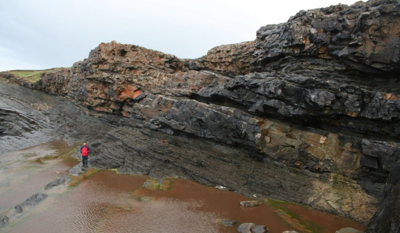 Tullig Sandstone forming a multi-storey fluvial channel system deeply incised into the underlying deltaic series, Truskilieve Amphitheatre, Clare Basin, West of Ireland
