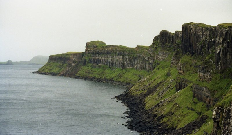 Seismic scale coastal outcrops, east coast of Skye