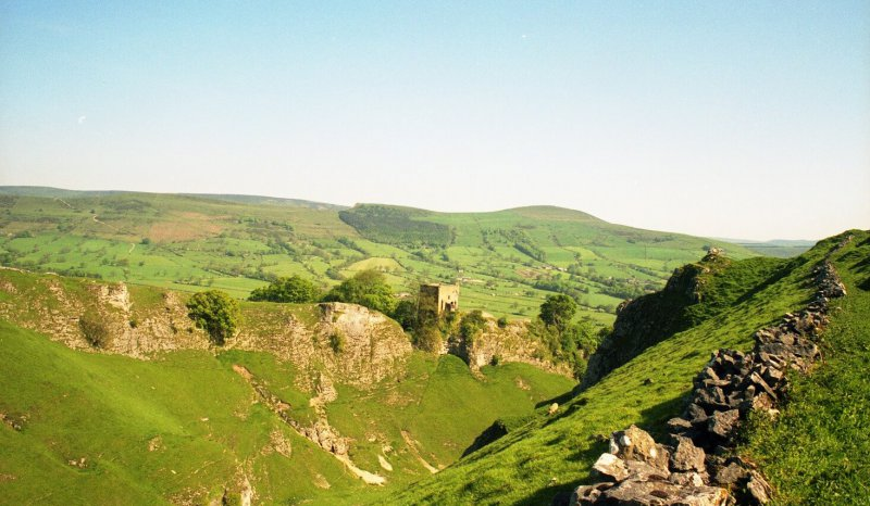 Peveril Castle above an outcrop of Dinantian carbonates